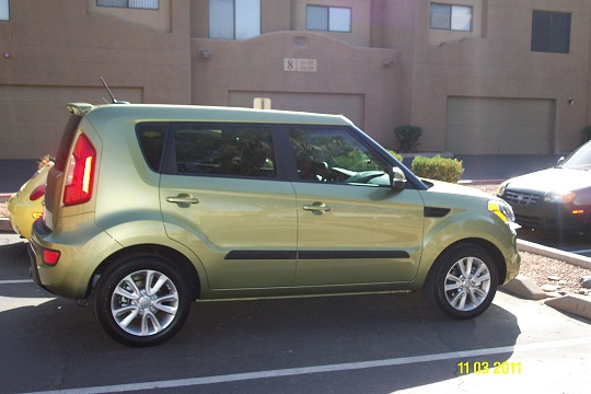 2012 Kia Soul (Color) Alien Green / Black Interior-picture-02.jpg
